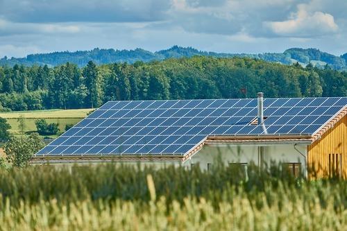 Solcellsenergi för miljön och smarta mobilskal